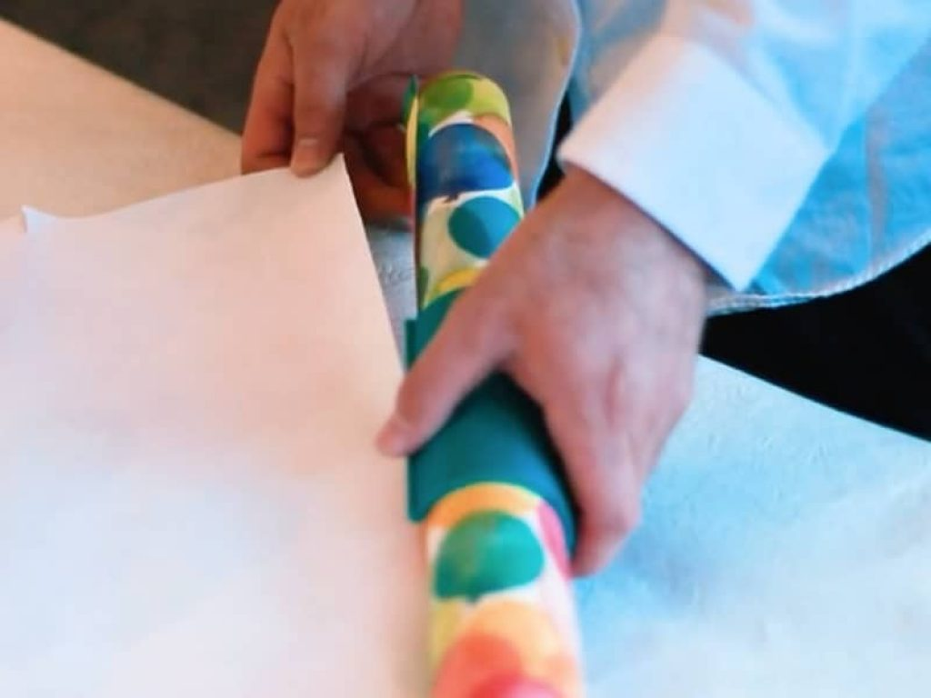 Little ELF Cut Wrapping Paper Easily